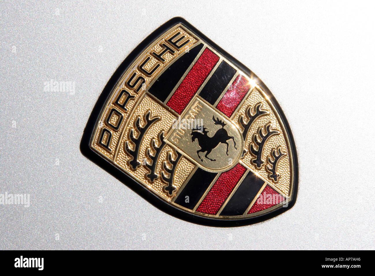 Porsche wappen auf eine motorhaube stockbild
