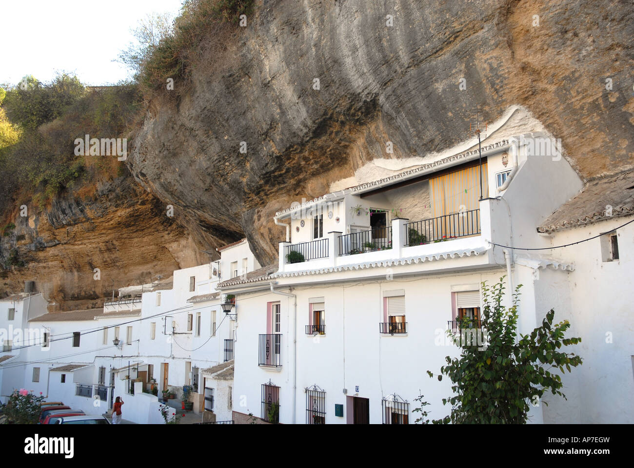 Haus gebaut in den felsen setenil de las bodegas for Haus in spanien