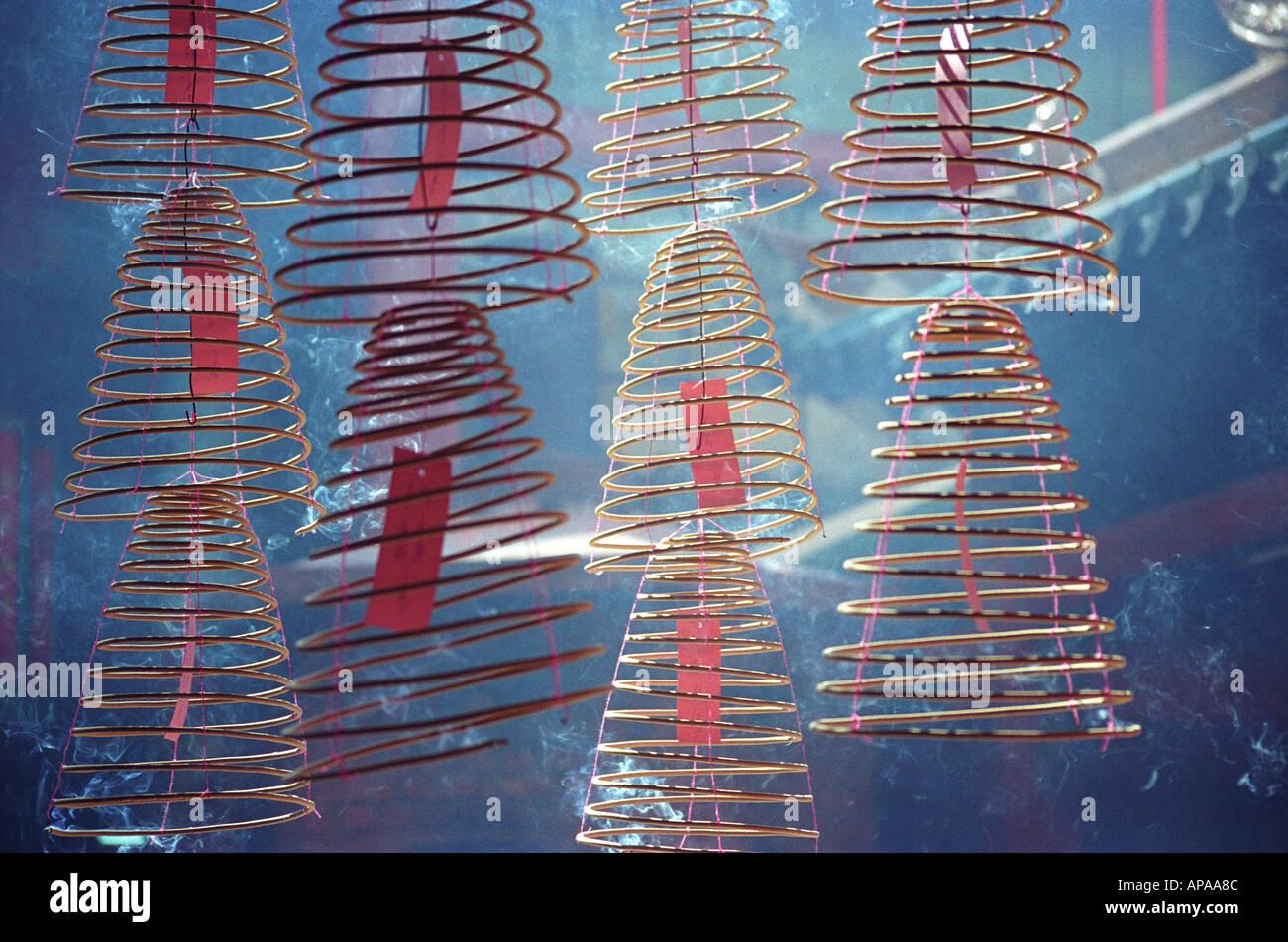 Weihrauch-Spulen in einem chinesischen Tempel, Kuala Lumpur (Malaysia) Stockbild
