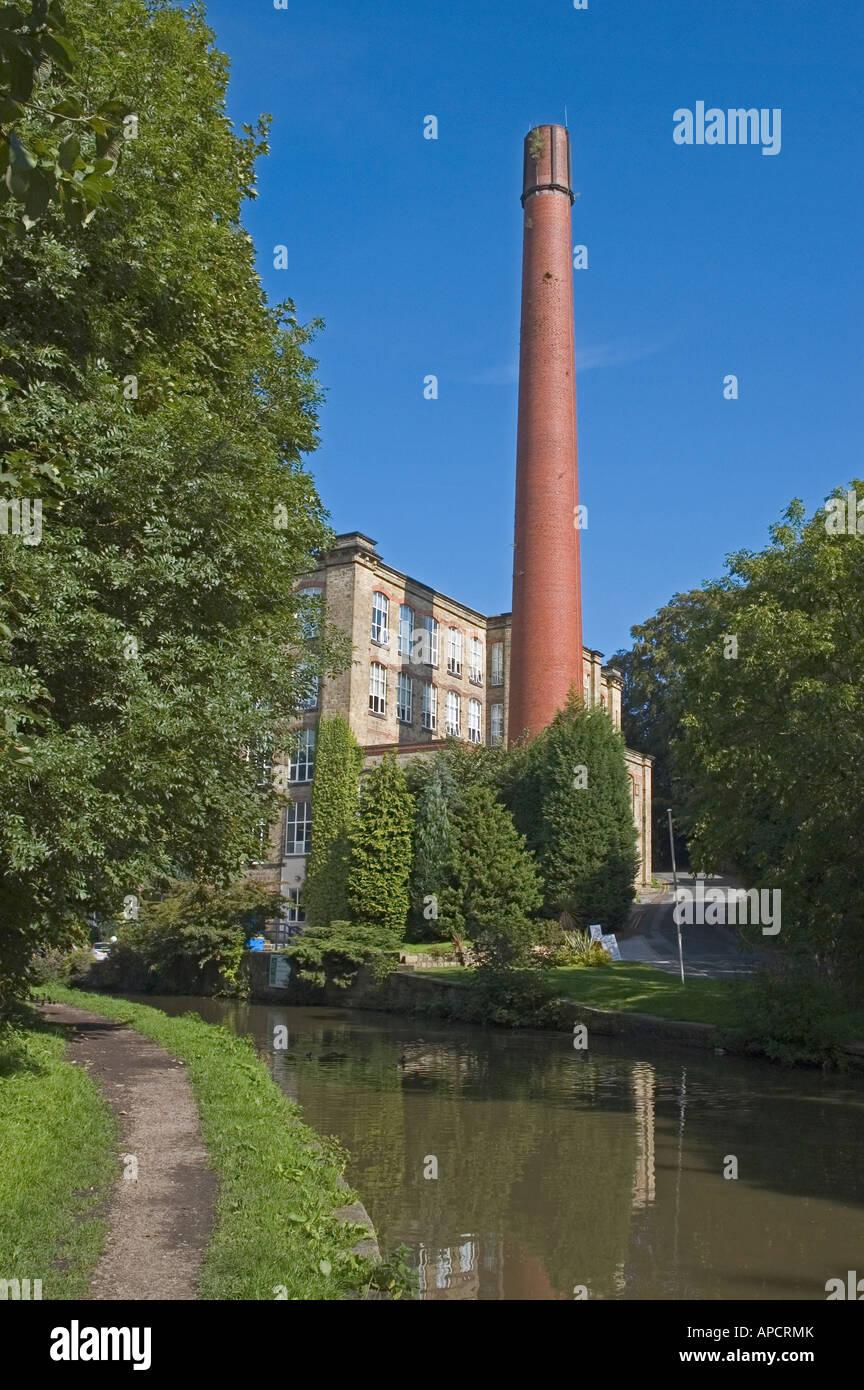 UK Cheshire Bollington Leeds Liverpool Kanal Clarence Mühle 1820 Konvertiert  In Kleinen Industriellen Hauseinheiten Stockbild