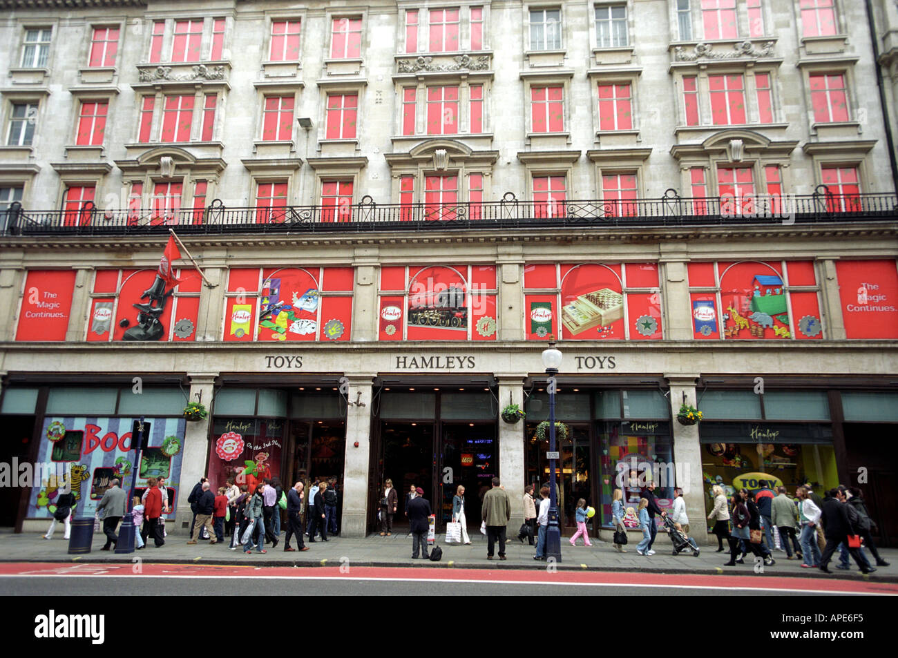 Toys From Hamleys : Hamleys toys store stockfotos bilder