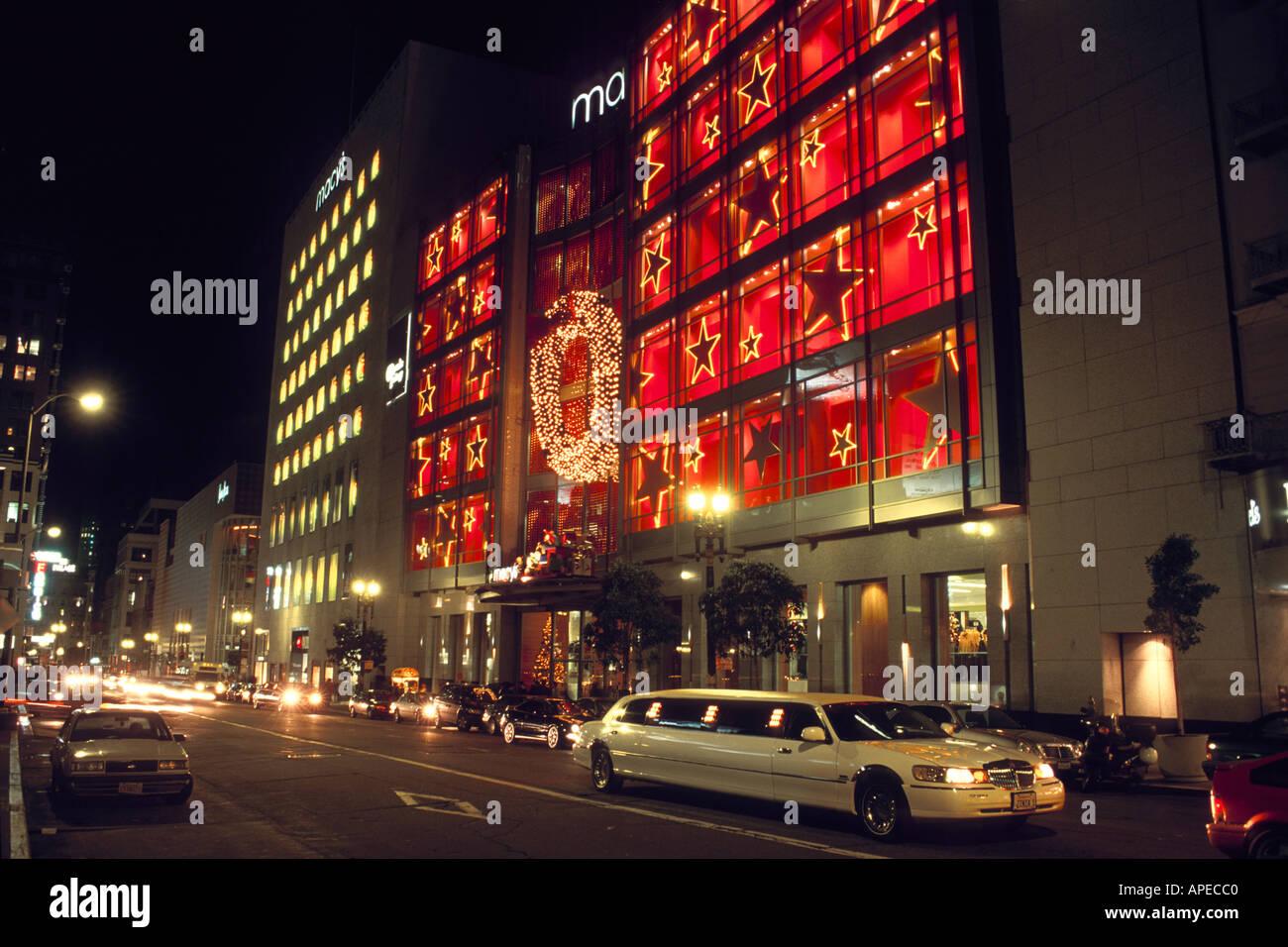 Weiße Stretch-Limousine unter Weihnachten Urlaub Anzeigefenster und ...