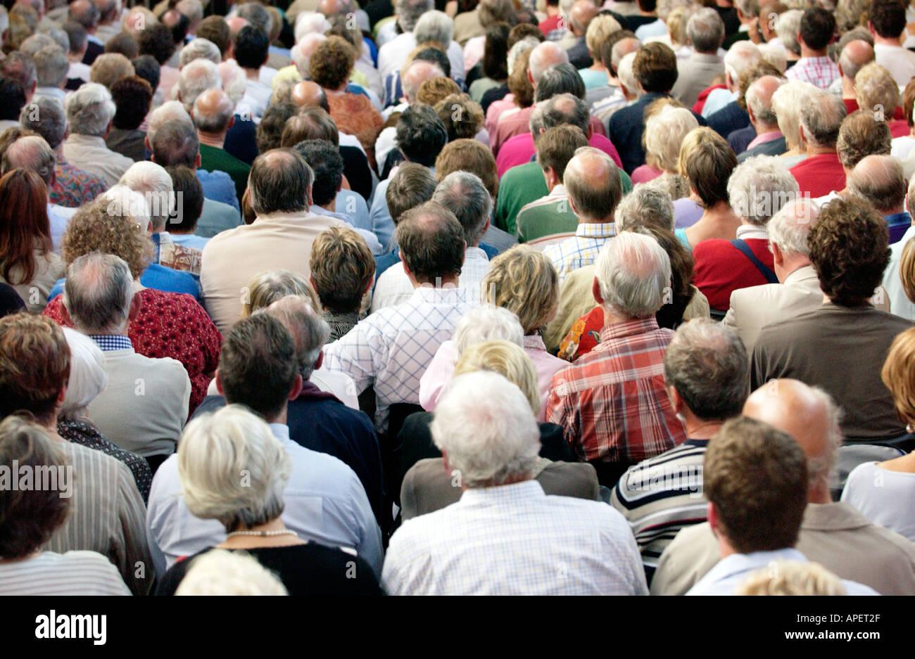 Publikum zu einem Auftritt bei der jährlichen Brecon Jazz Festival Powys Wales UK Stockbild