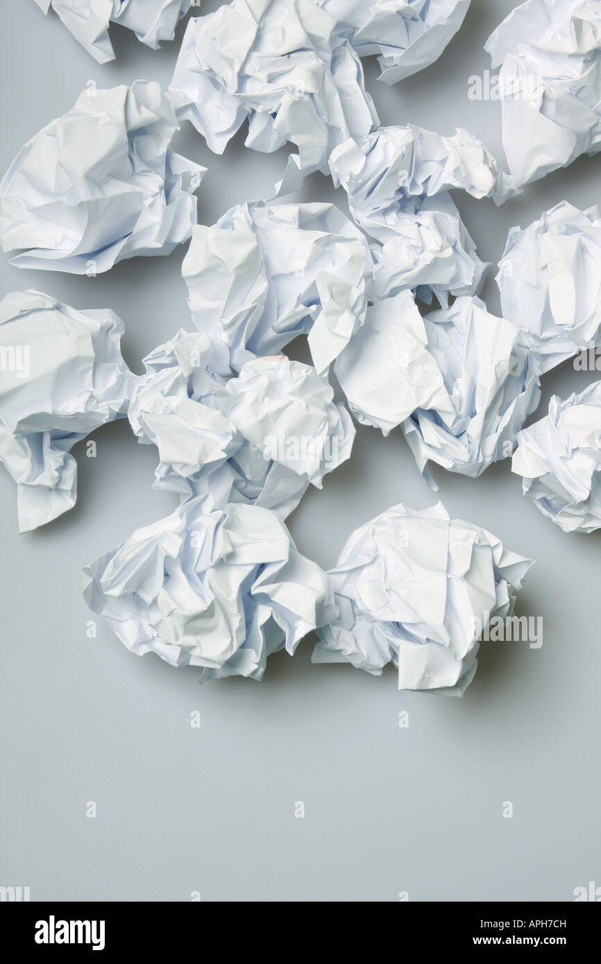 Zerknittertes Papier Wads auf der Fläche unten kopieren Stockbild