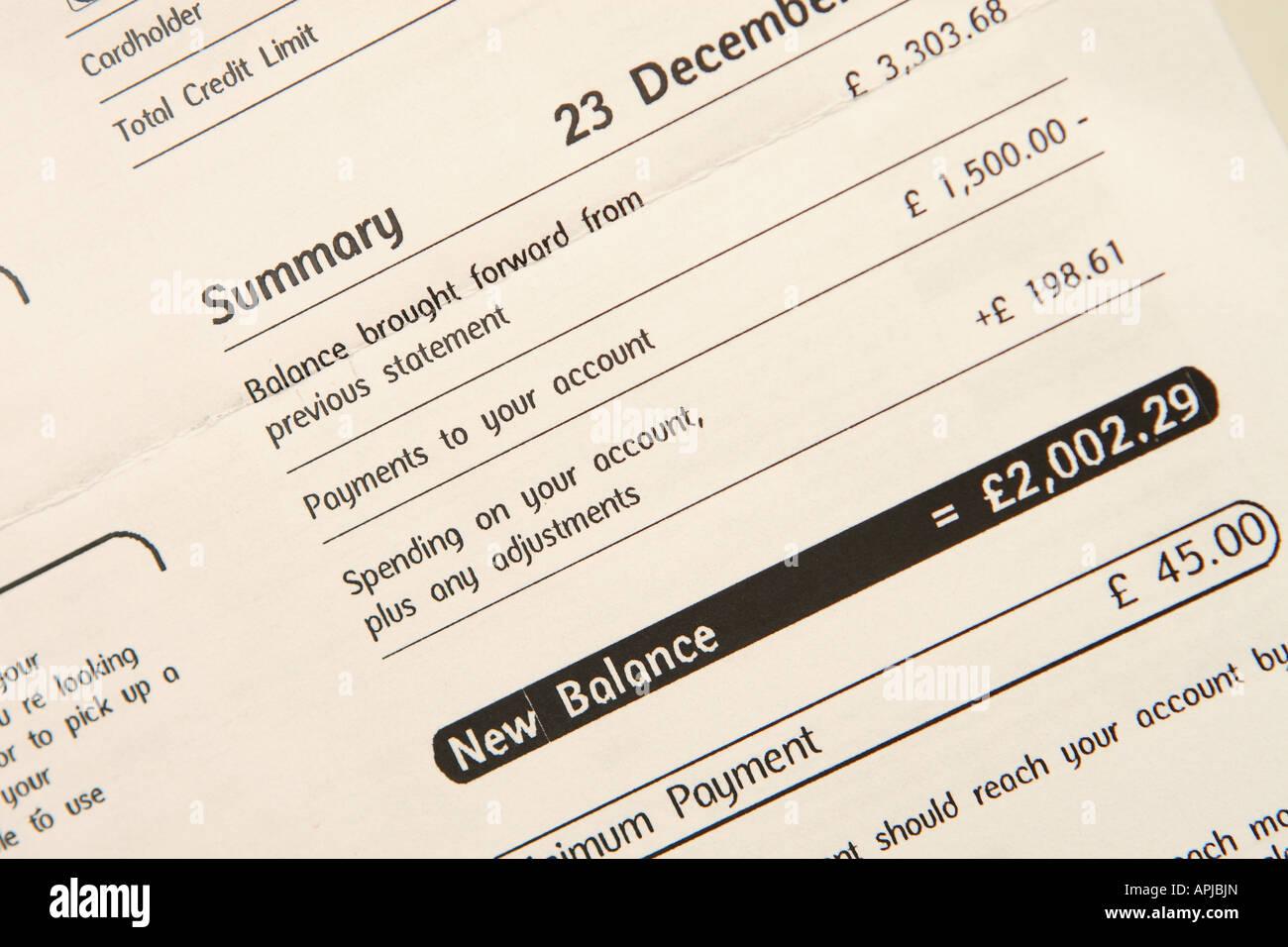 Kreditkarten-monatliche Rechnung zeigen Schulden insgesamt ...