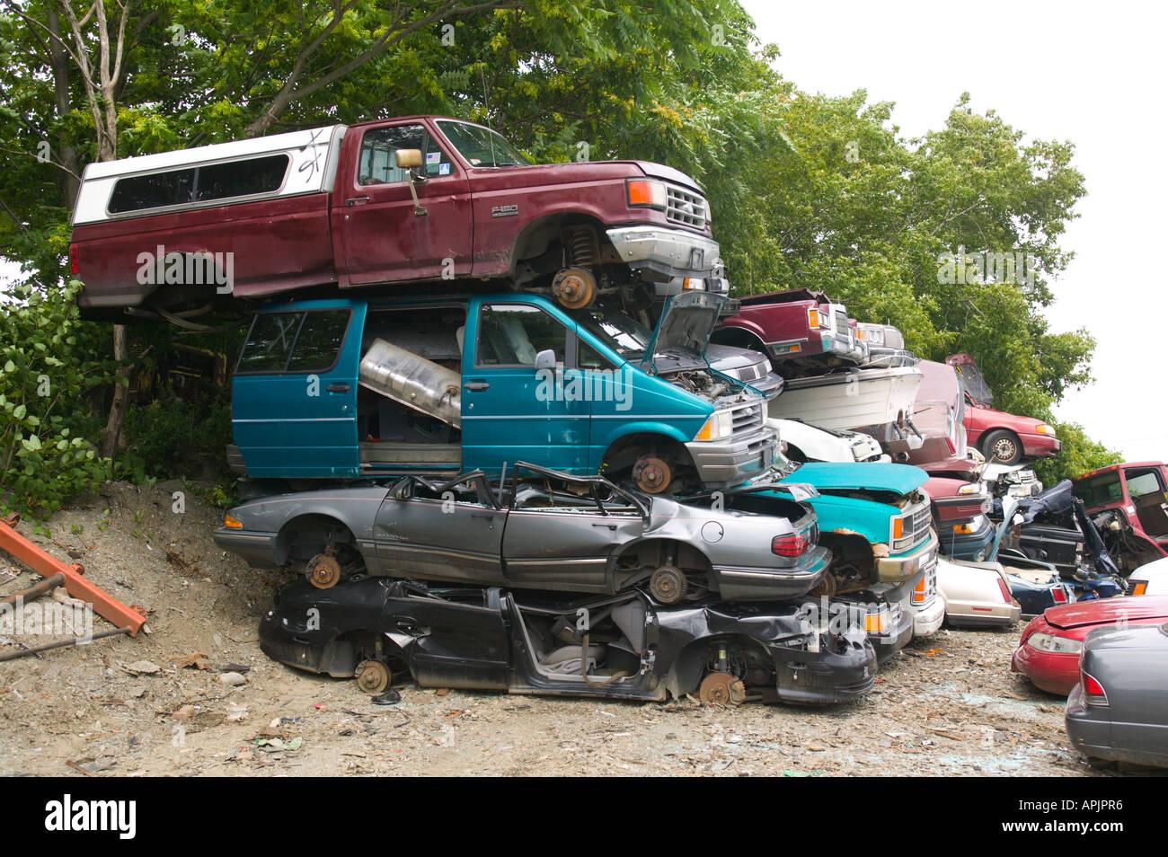 Schrottplatz für Autos in der Nähe von Boston, Massachusetts Stockbild