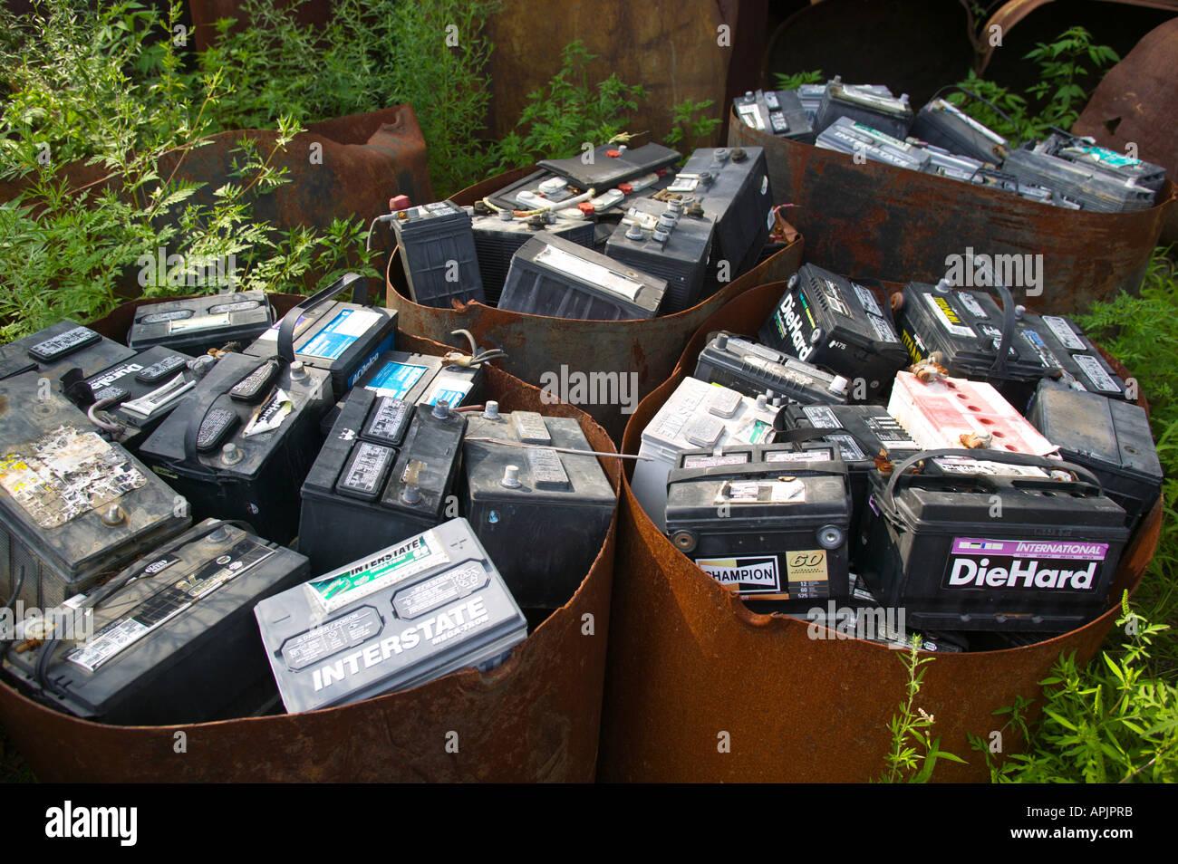 Autobatterien in Schrottplatz recycelt werden Stockbild