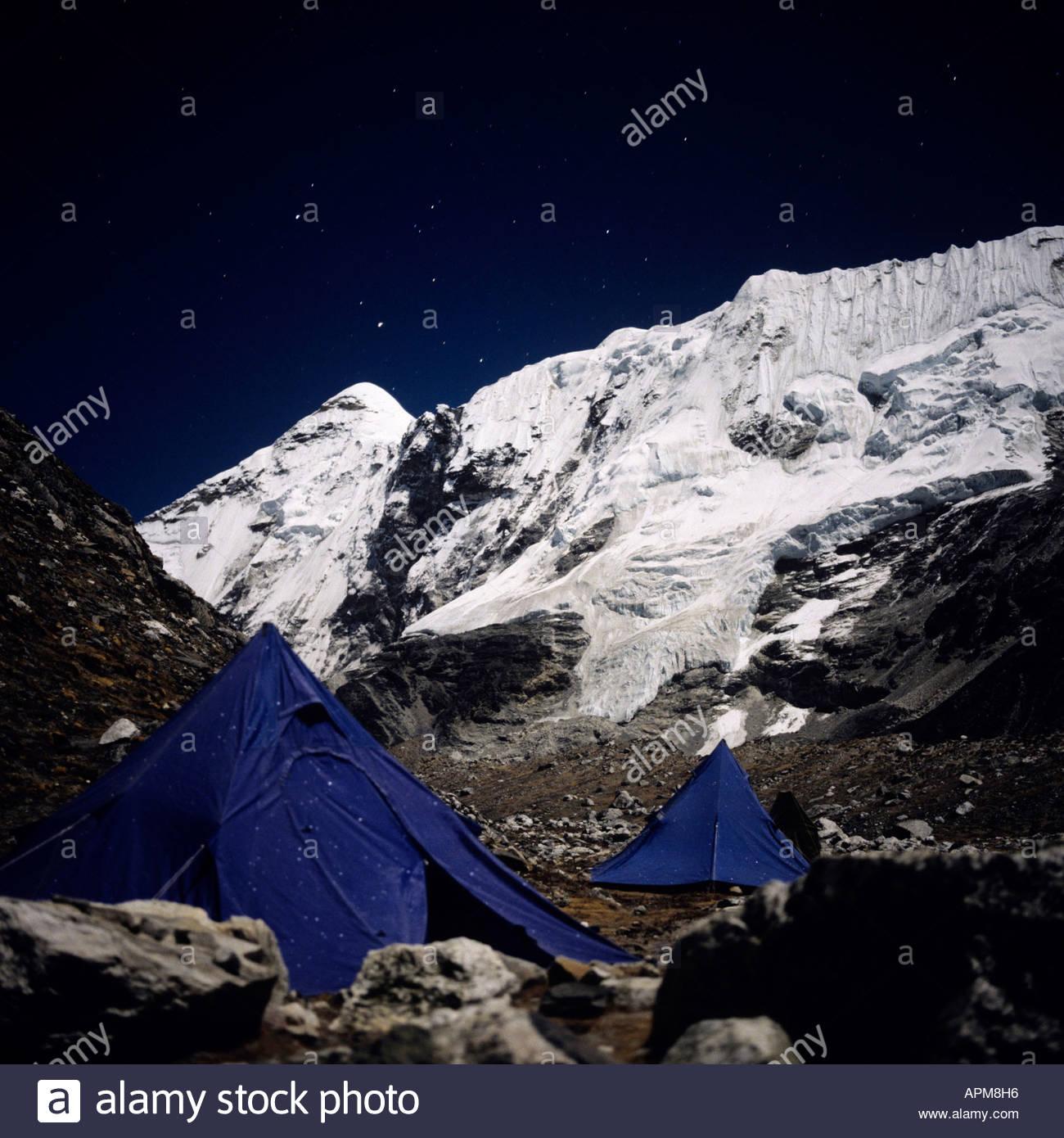 Nepal, Solo Khumbu, Island Peak mit Base Camp in der Nacht Stockbild