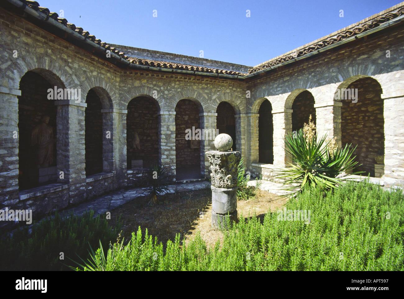 Butrint Griechisch Buthroton Italienisch Butrinto Albanisch Auch Butrinti ist Eine Ruinenstätte Im Süden Stockbild
