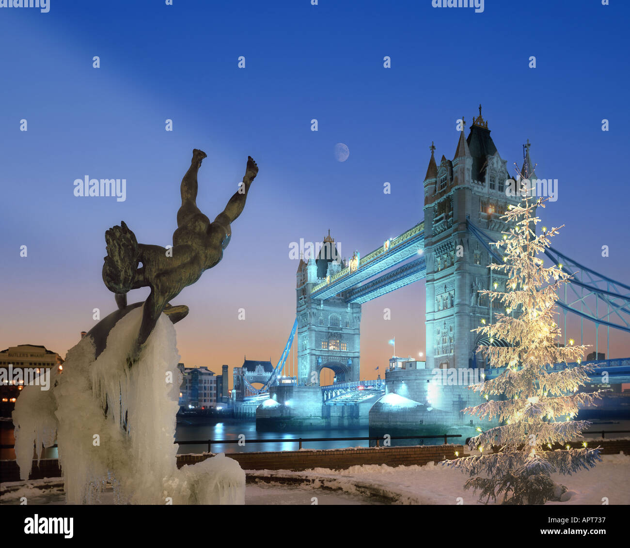 gb london weihnachten an der tower bridge stockfoto. Black Bedroom Furniture Sets. Home Design Ideas