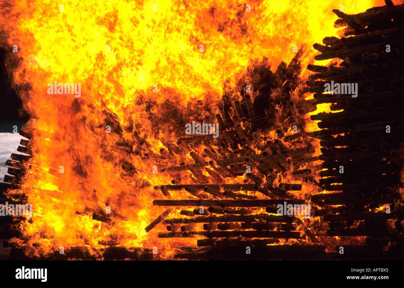 Jack Daniels Whiskey Holzkohle Feuer whisky Stockfotografie