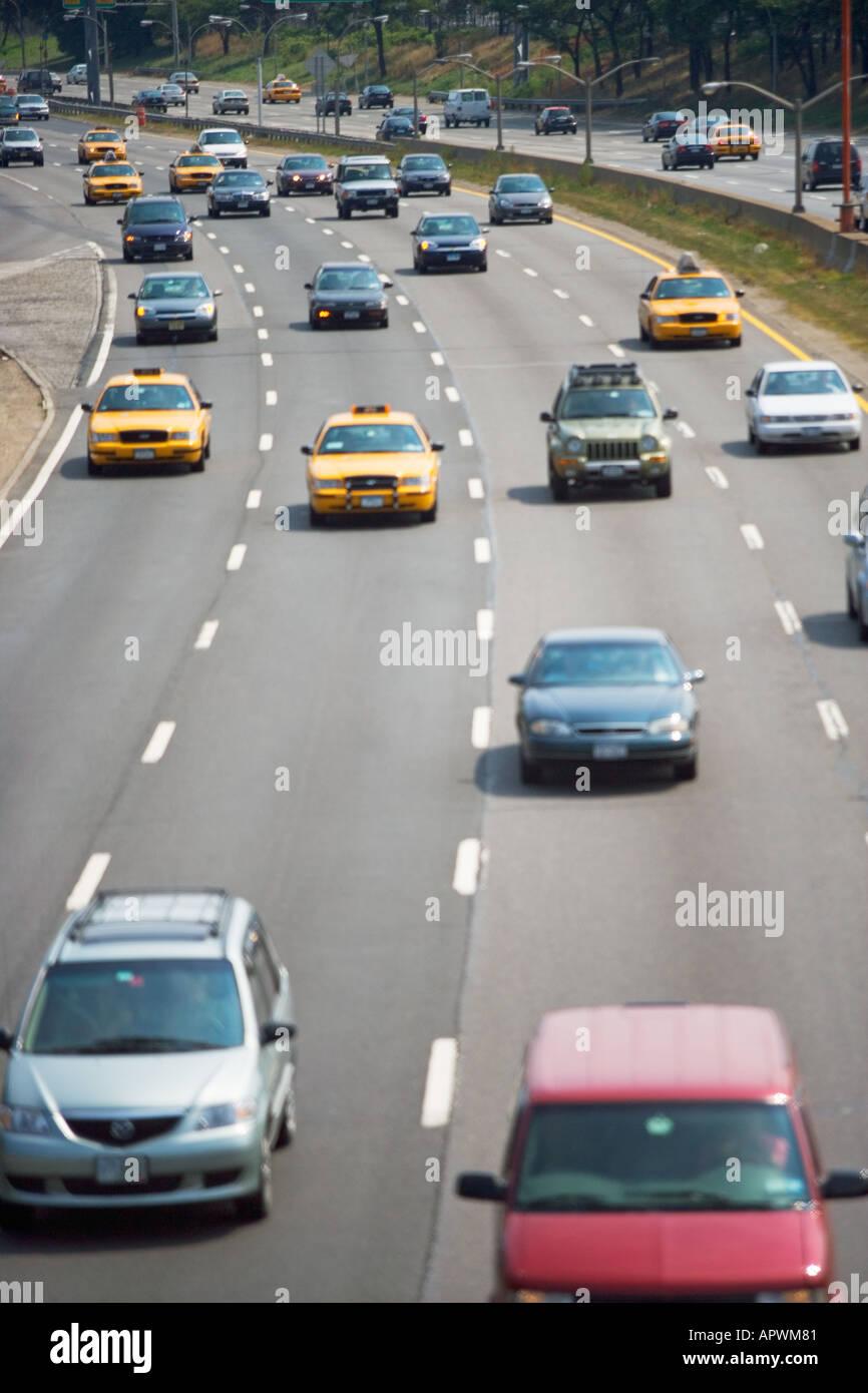 Verkehr auf der Autobahn Stockbild