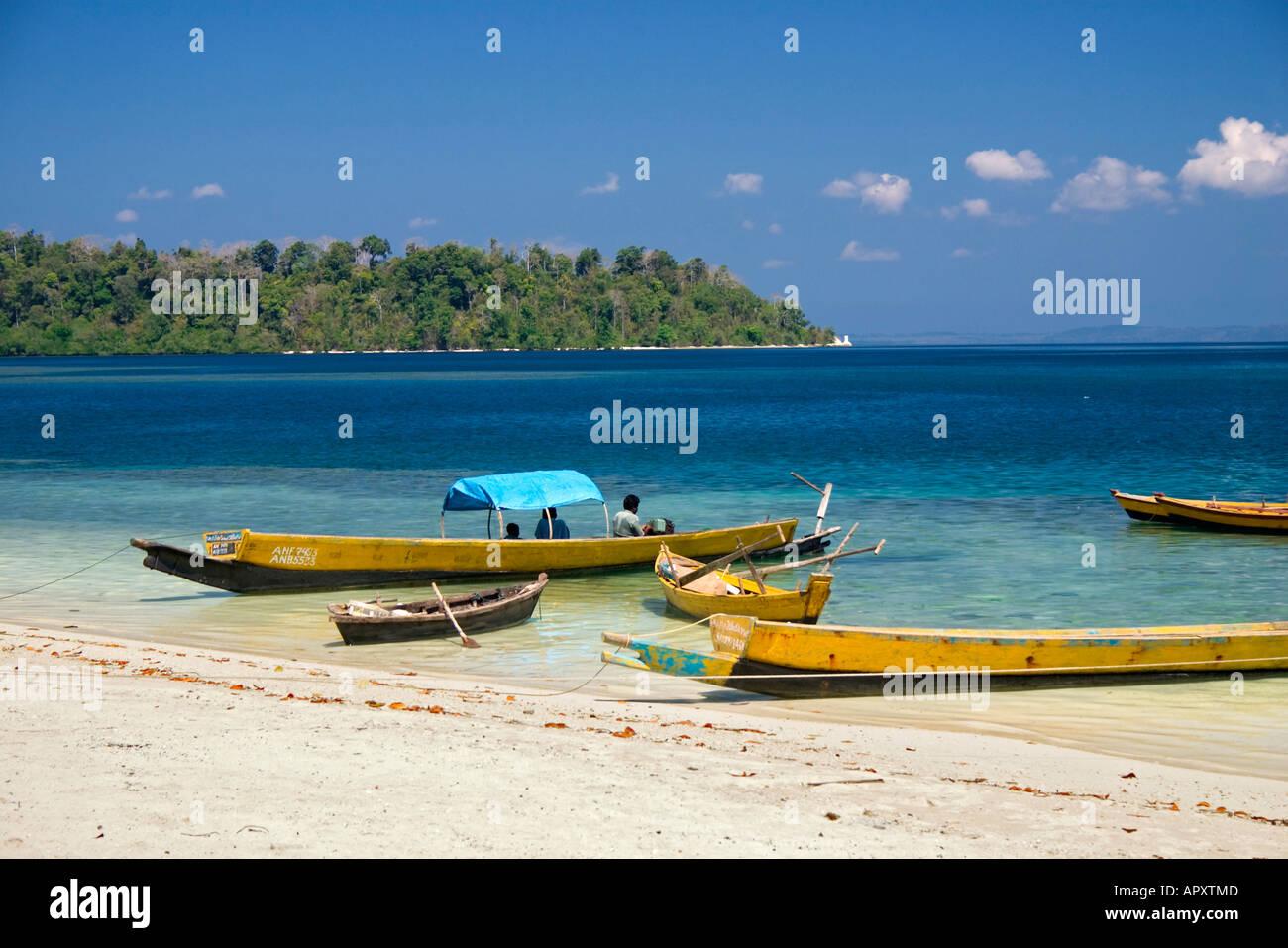 Indien-Fischerboote auf den Strand, Andaman Inseln, Indien Stockbild