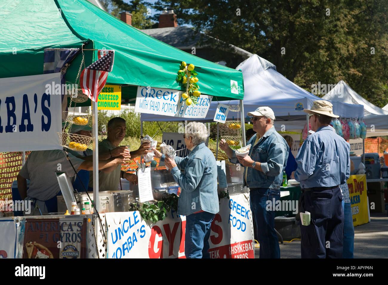 IOWA East Davenport Menschen kaufen Lebensmittel an den Ständen Riverssance Festival der bildenden Kunst Jahresveranstaltung Stockbild