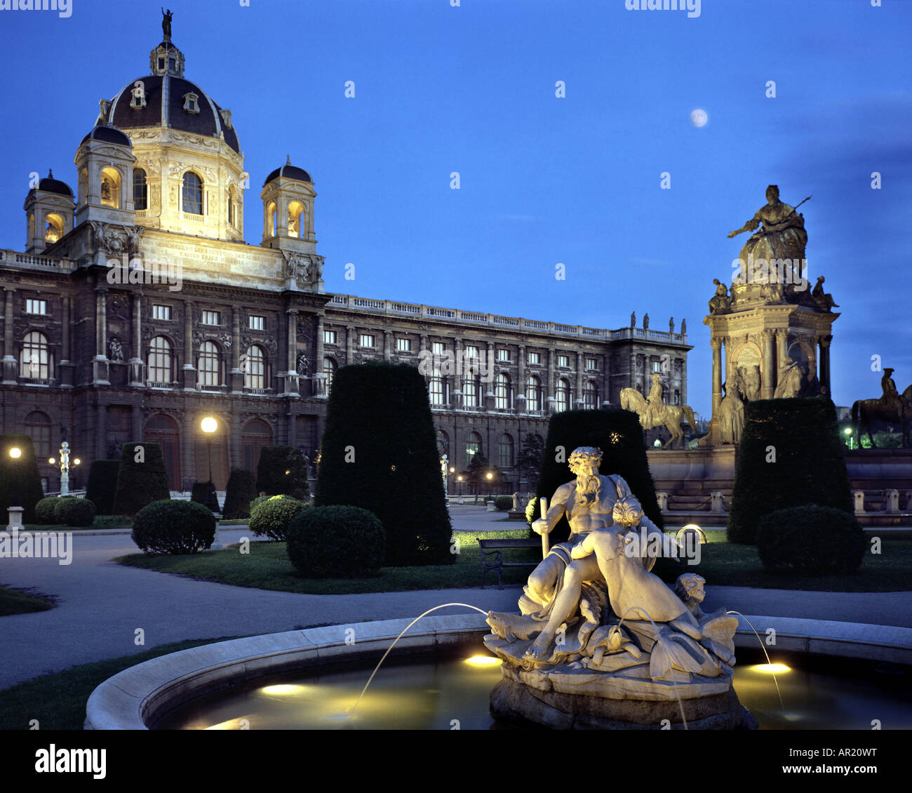 AT - VIENNA: Maria-Theresia-Park bei Nacht Stockfoto