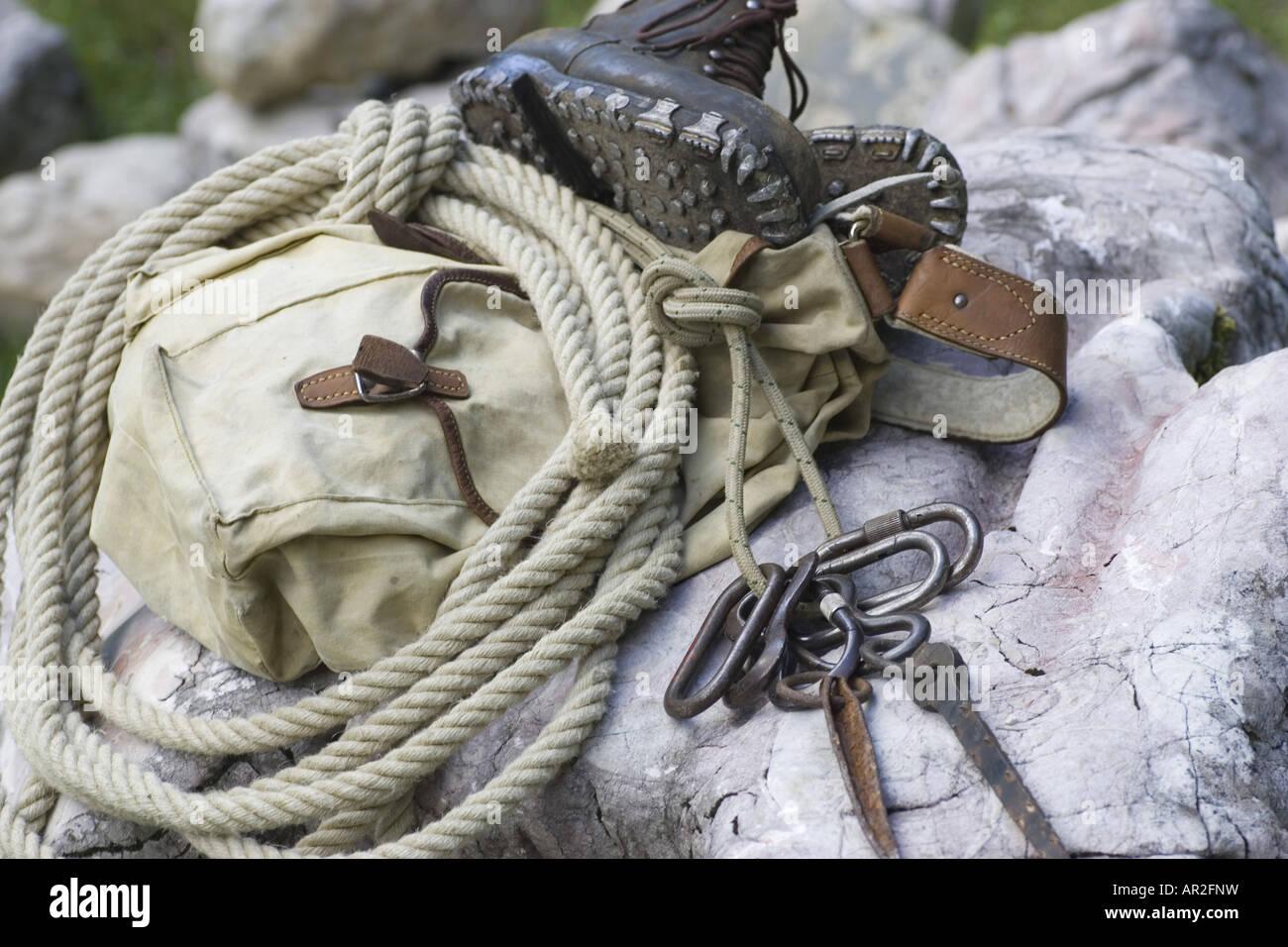 Kletterausrüstung Rucksack : Traditionelle kletterausrüstung rucksack seil karabiner und