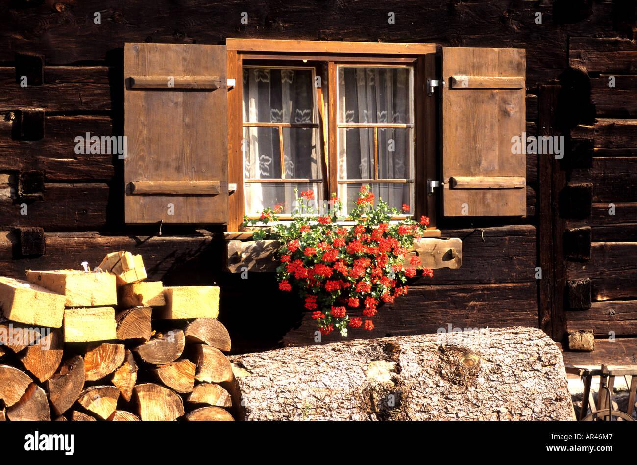 sterreich sterreichische blumen bauernhaus fenster blume stockfoto bild 9104582 alamy. Black Bedroom Furniture Sets. Home Design Ideas