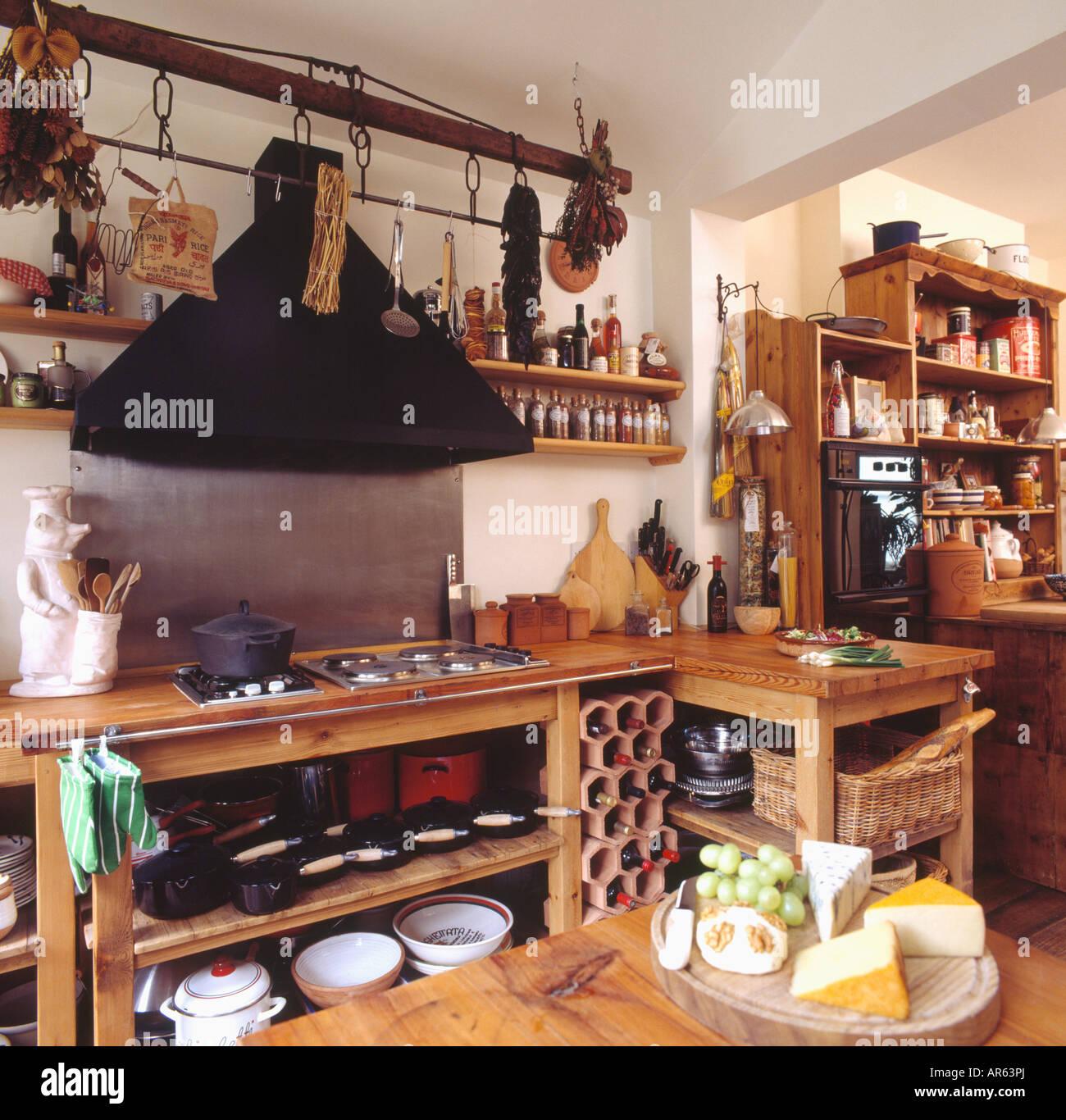 Plate Shelving In Stockfotos & Plate Shelving In Bilder - Alamy