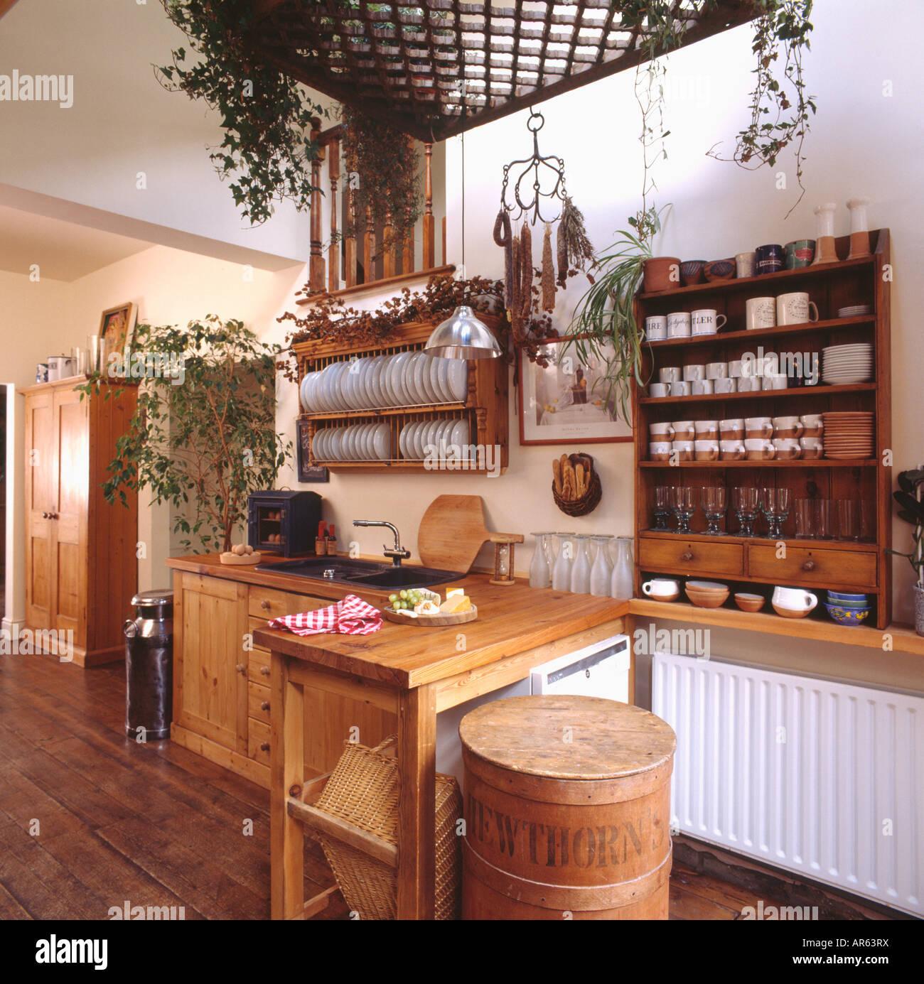 Ausziehbaren Tisch Und Kiefer Regal Und Tellerhalter Kuche