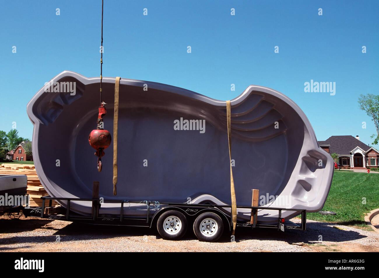 schwimmbad auf einem anh nger stockfoto bild 15955107. Black Bedroom Furniture Sets. Home Design Ideas
