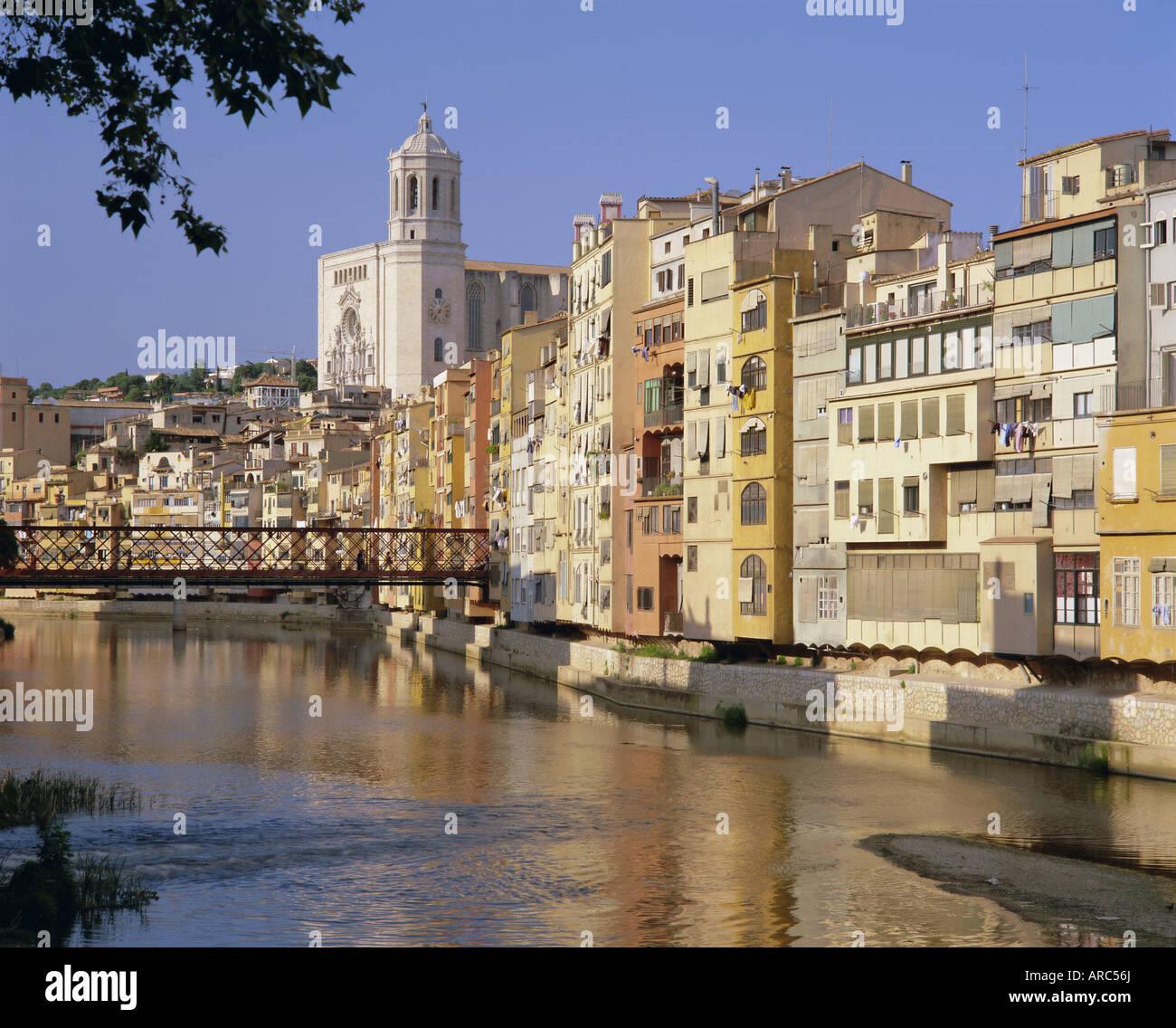 Mittelalterlichen Häusern am Fluss Onyar, Girona, Catalunya (Katalonien) (Cataluna), Spanien, Europa Stockbild