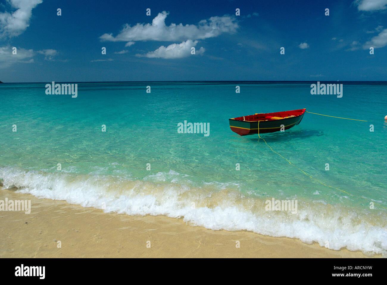Vor Anker Boot, Grand Anse Beach, Grenada, Caribbean Stockbild