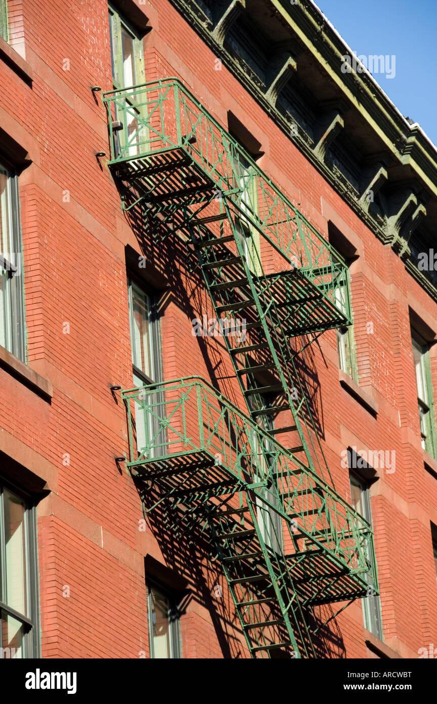 Feuer entweicht an der Außenseite der Gebäude in Spring Street, Soho, Manhattan, New York City, New York, USA, Nordamerika Stockfoto