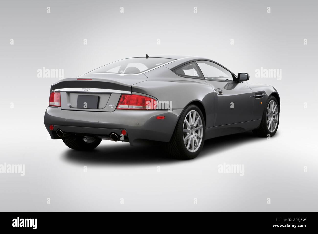 2006 Aston Martin V12 Vanquish S In Silber Winkel Rückansicht Stockfotografie Alamy