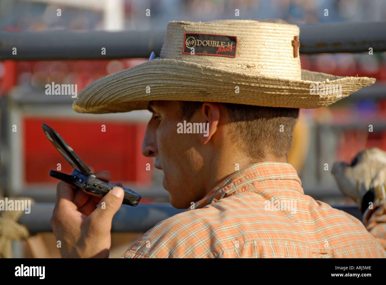 Cowboys vorbereiten emotional einer Rodeo-Veranstaltung Stockbild