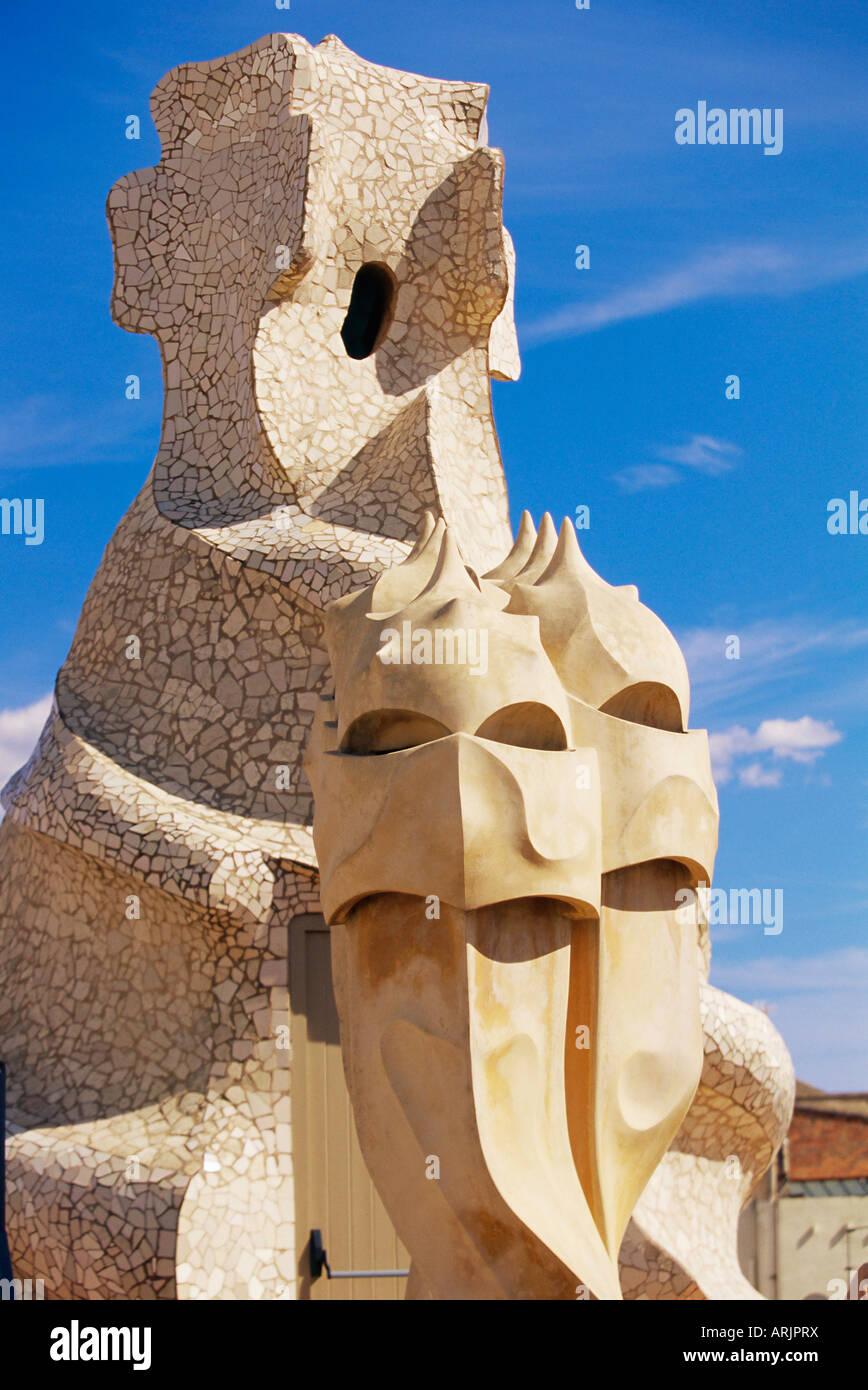 Die bizarre Schornsteine von Gaudis Casa Mila, La Pedrera, Barcelona, Katalonien (Catalunya) (Cataluna), Spanien, Stockbild