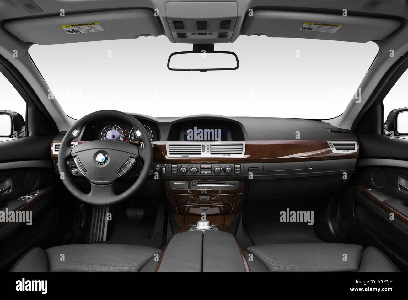 2008 Bmw 7er 750i In Schwarz Armaturenbrett Mittelkonsole Getriebe Schalthebel Ansicht Stockfotografie Alamy