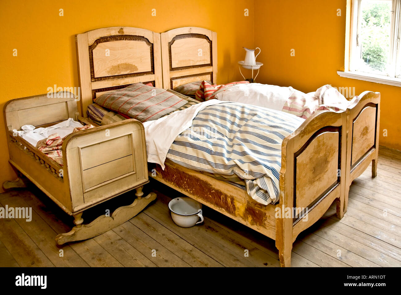 Altes Schlafzimmer Innenraum Stockfoto, Bild: 16091315 - Alamy