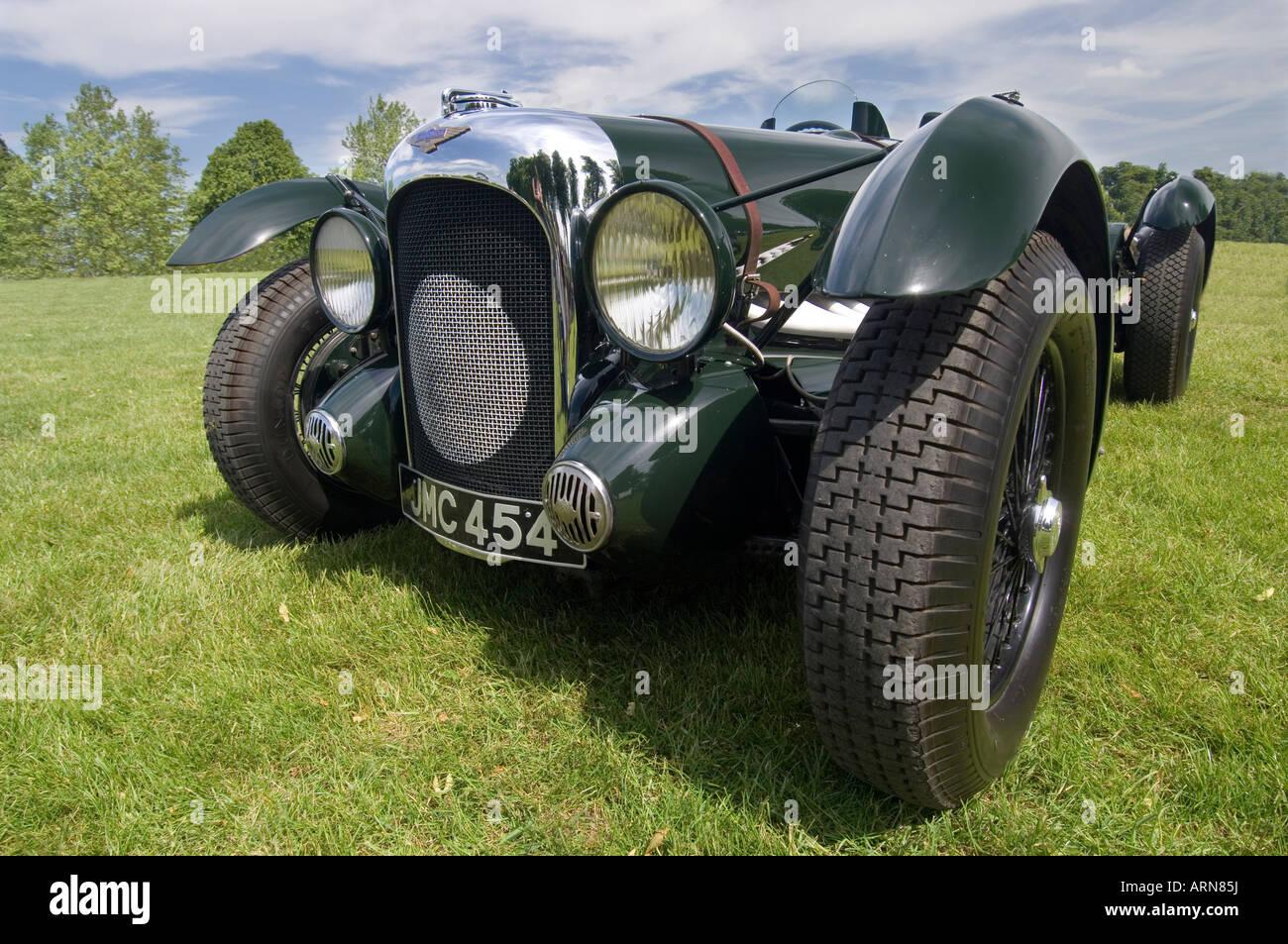 Eine Nahaufnahme von der Vorderseite des einen historischen British racing grün 1939 Lagonda V12 Le Mans motor Stockbild