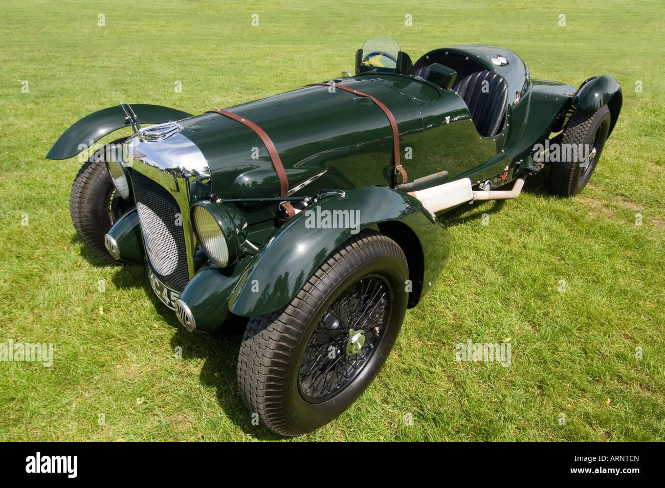 Eine historische British racing grün 1939 Lagonda V12 Le Mans Auto stand auf dem Rasen Stockbild