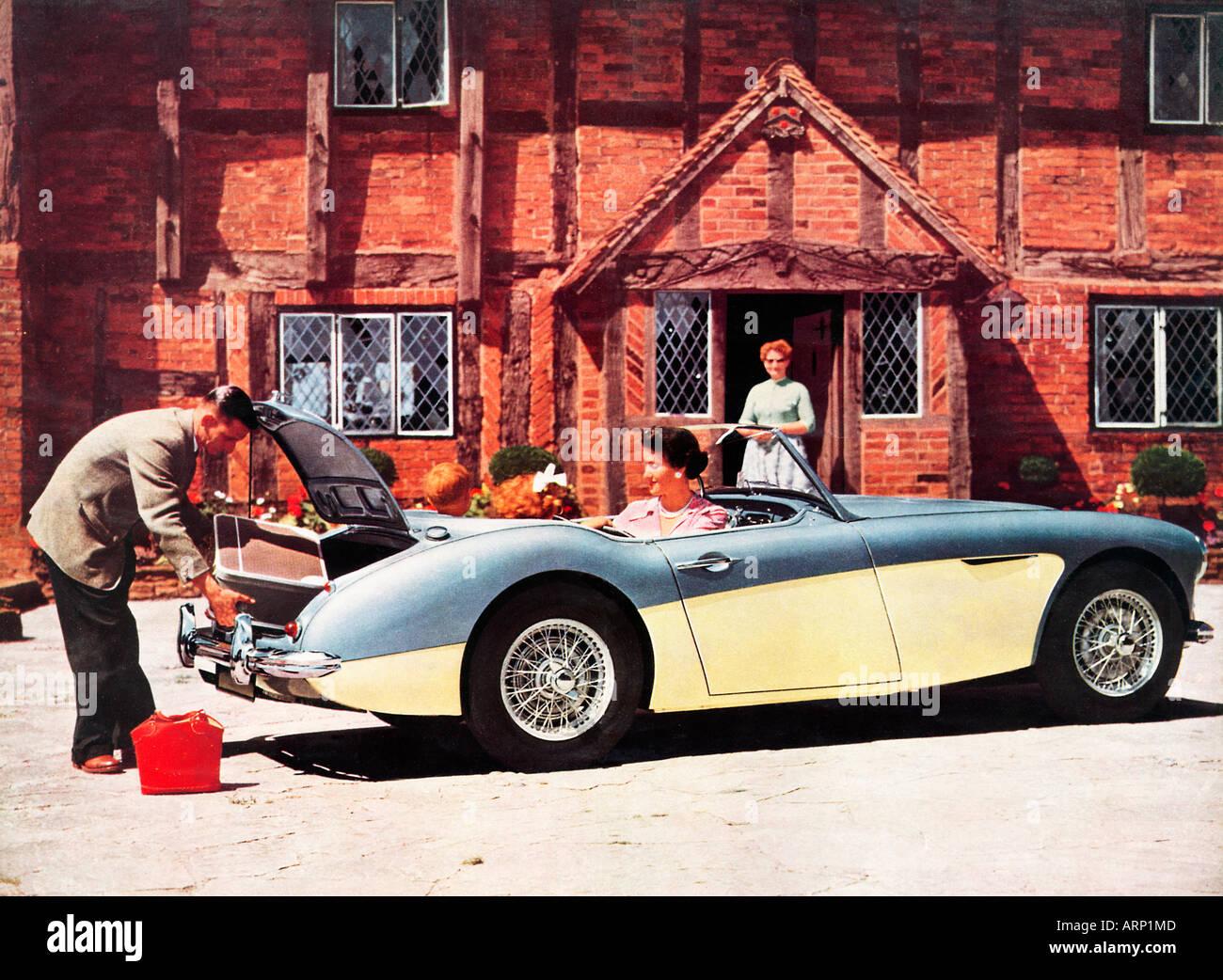 Austin Healey 100 sechs 1957 Broschüre Foto des Modells klassischen Sportwagen mit Platz für die ganze Familie Stockbild