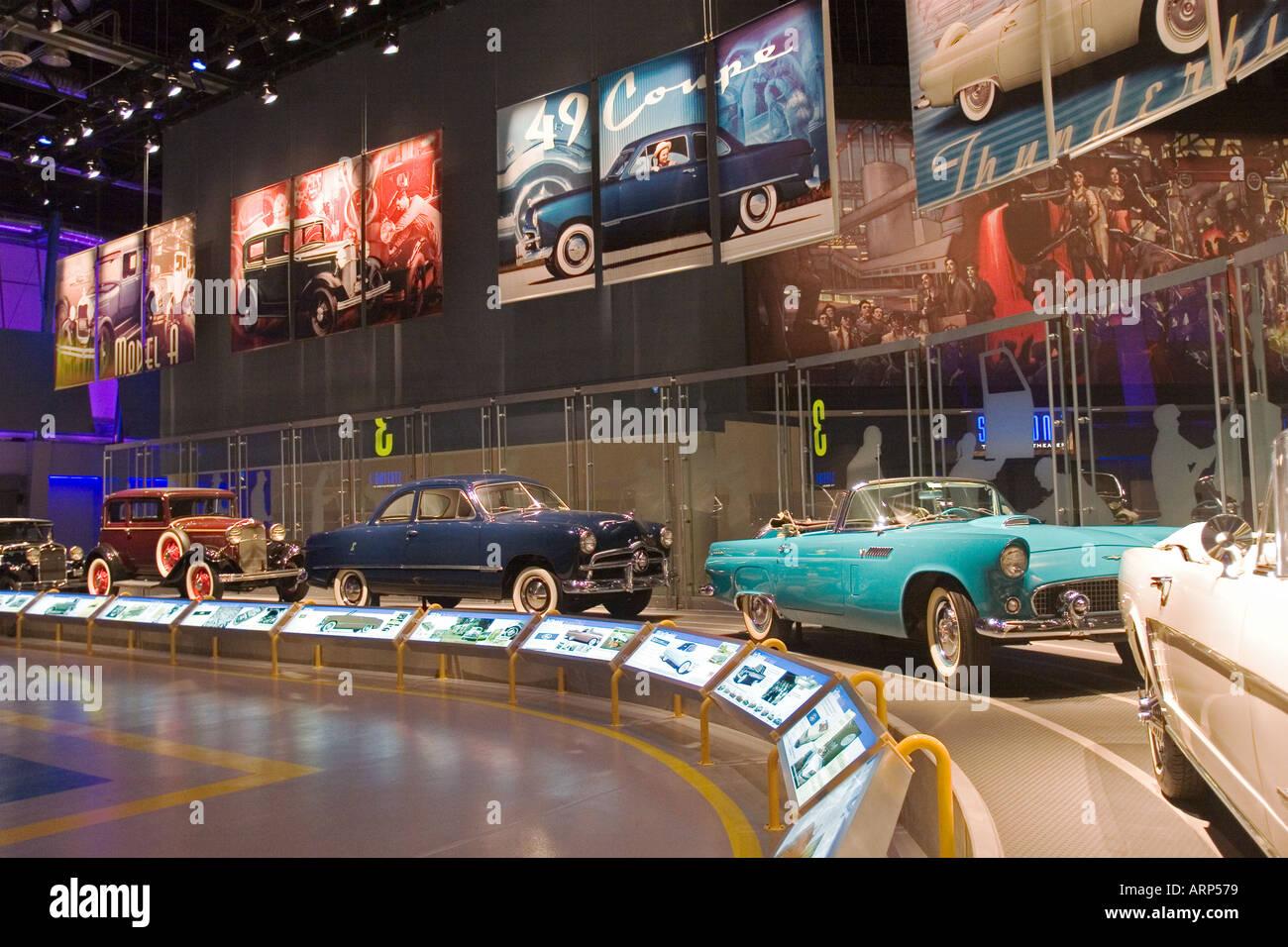 Antikes Auto Anzeige für Besucher zur Ford Motor Company Dearborn Lkw-Werk Stockbild