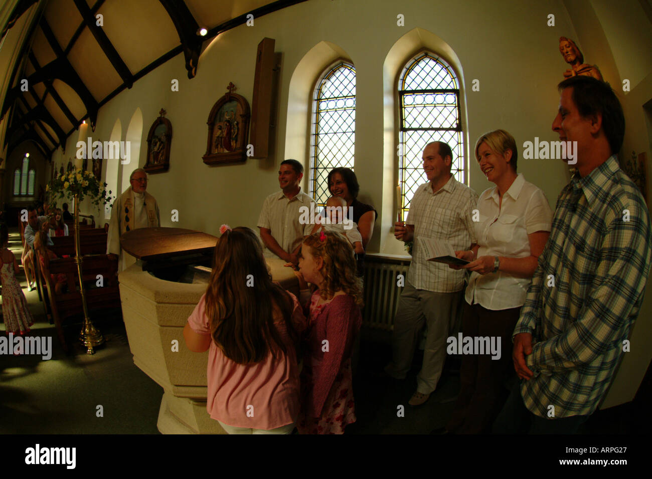 Familie Kirche Baby Taufen Taufe Feier Paten Familie