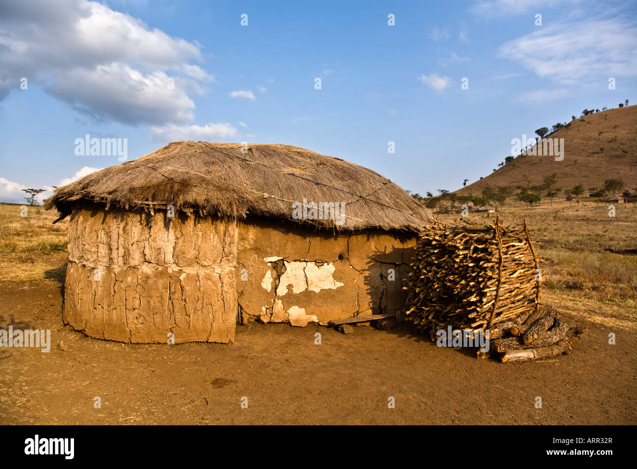ein traditionelles maasai haus im norden von tansania stockfoto bild 16110670 alamy. Black Bedroom Furniture Sets. Home Design Ideas