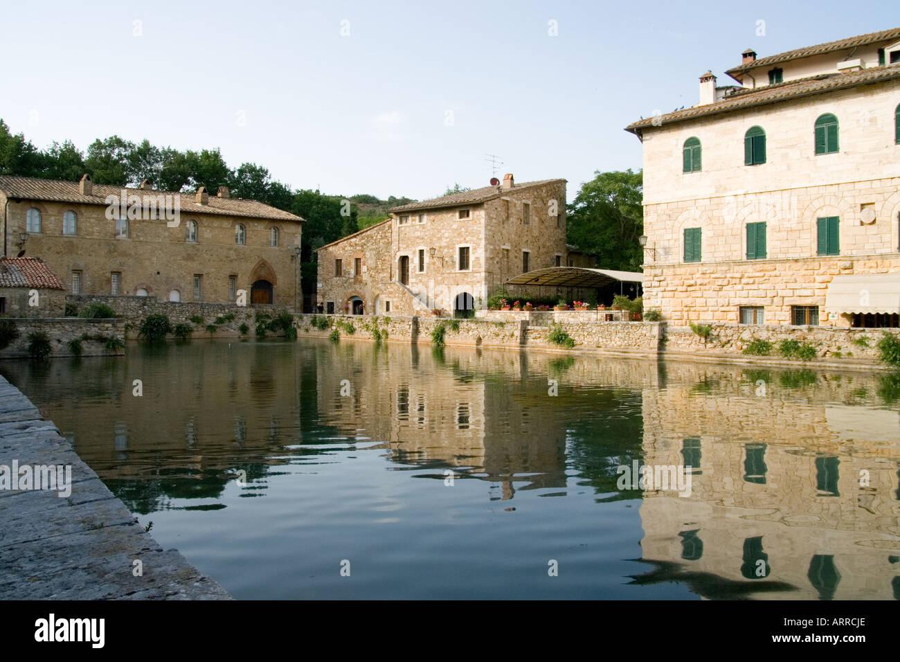 Bagno vignoni toskana italien der renaissance piscina heißen quellen