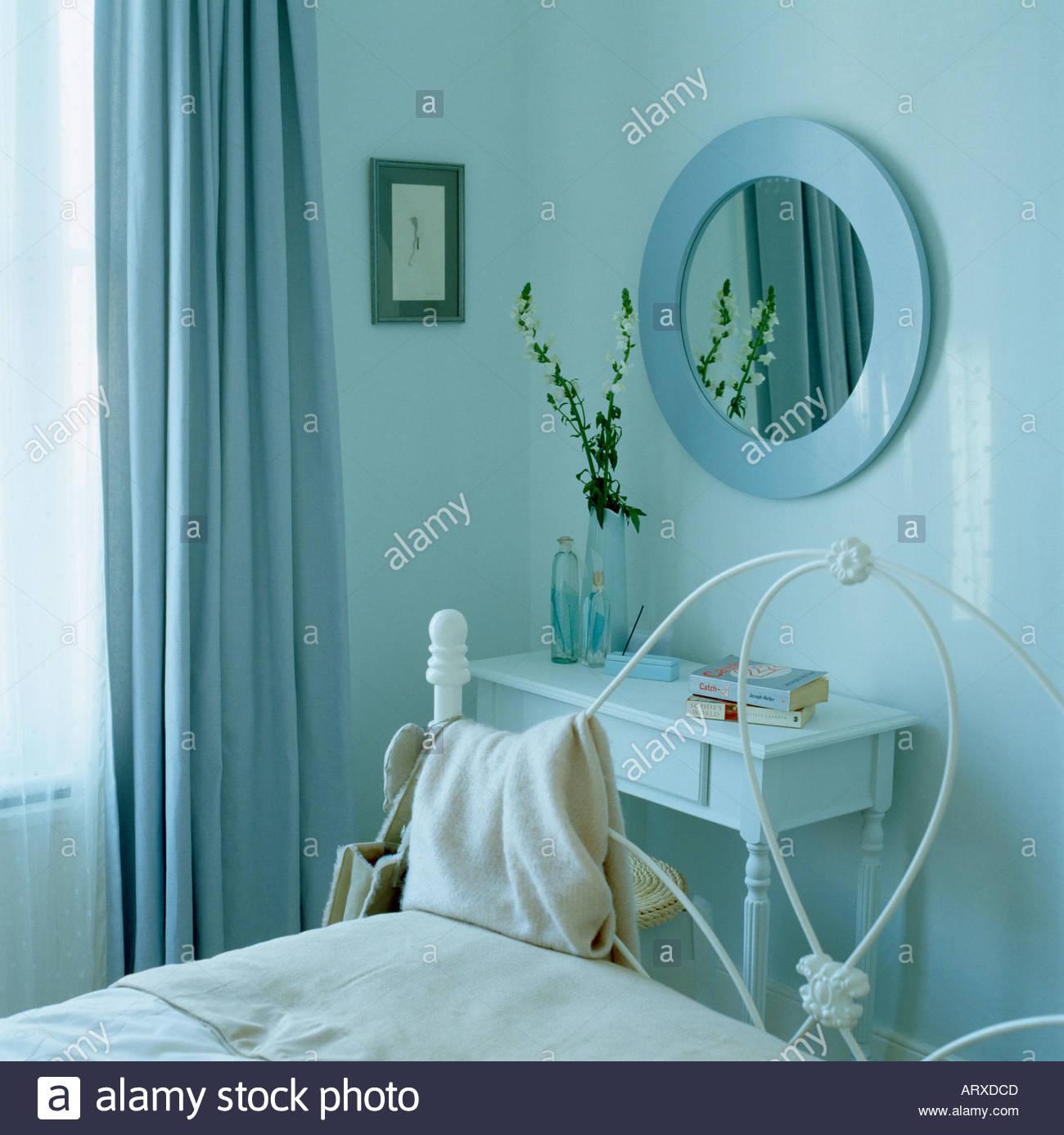 Blaues Schlafzimmer mit Coodinated Farbgebung Ente Ei blaue Wänden ...