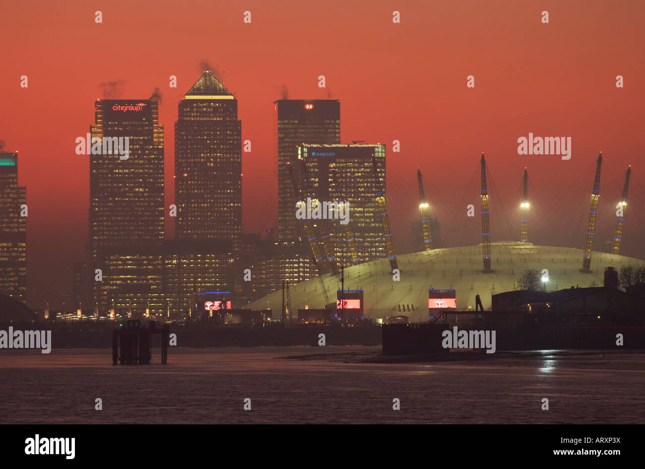 Canary Wharf & o2 Dome - London Stockbild