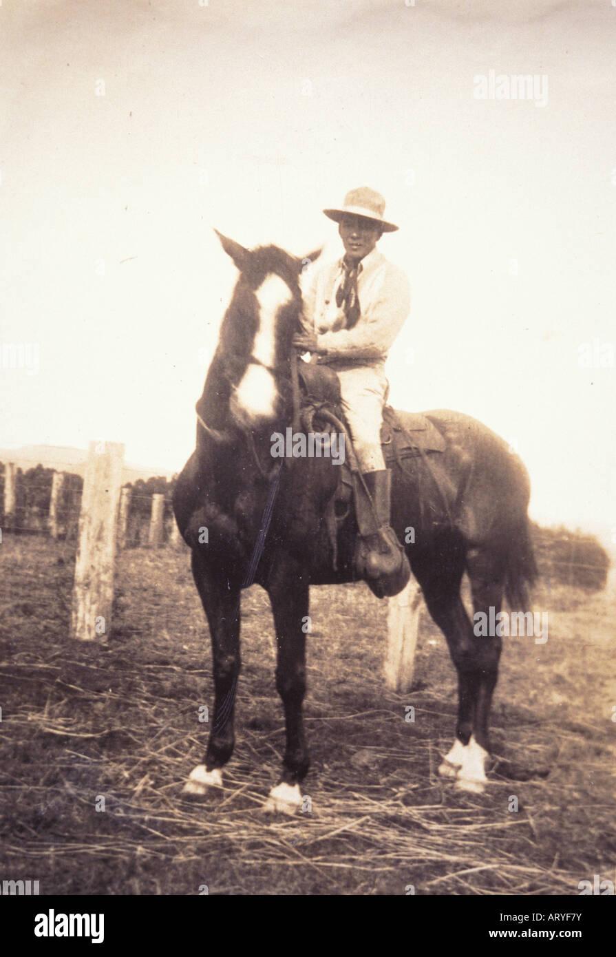 Archiv Foto von Yutaka Kimura, der ìWaimea Cowboy, Î auf dem Pferderücken Stockbild
