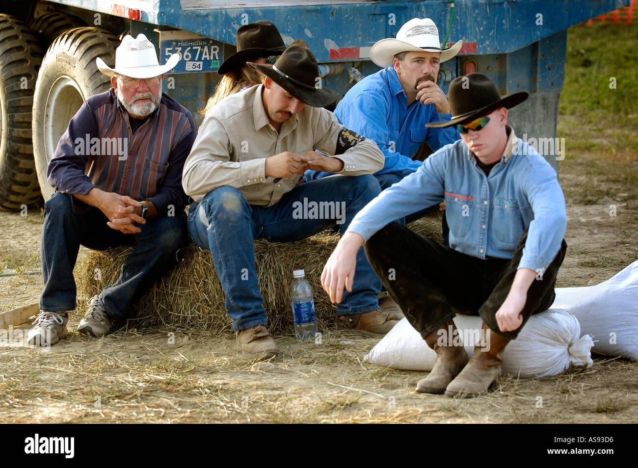 Männer teilnehmen in Rodeo-Wettbewerb Stockbild