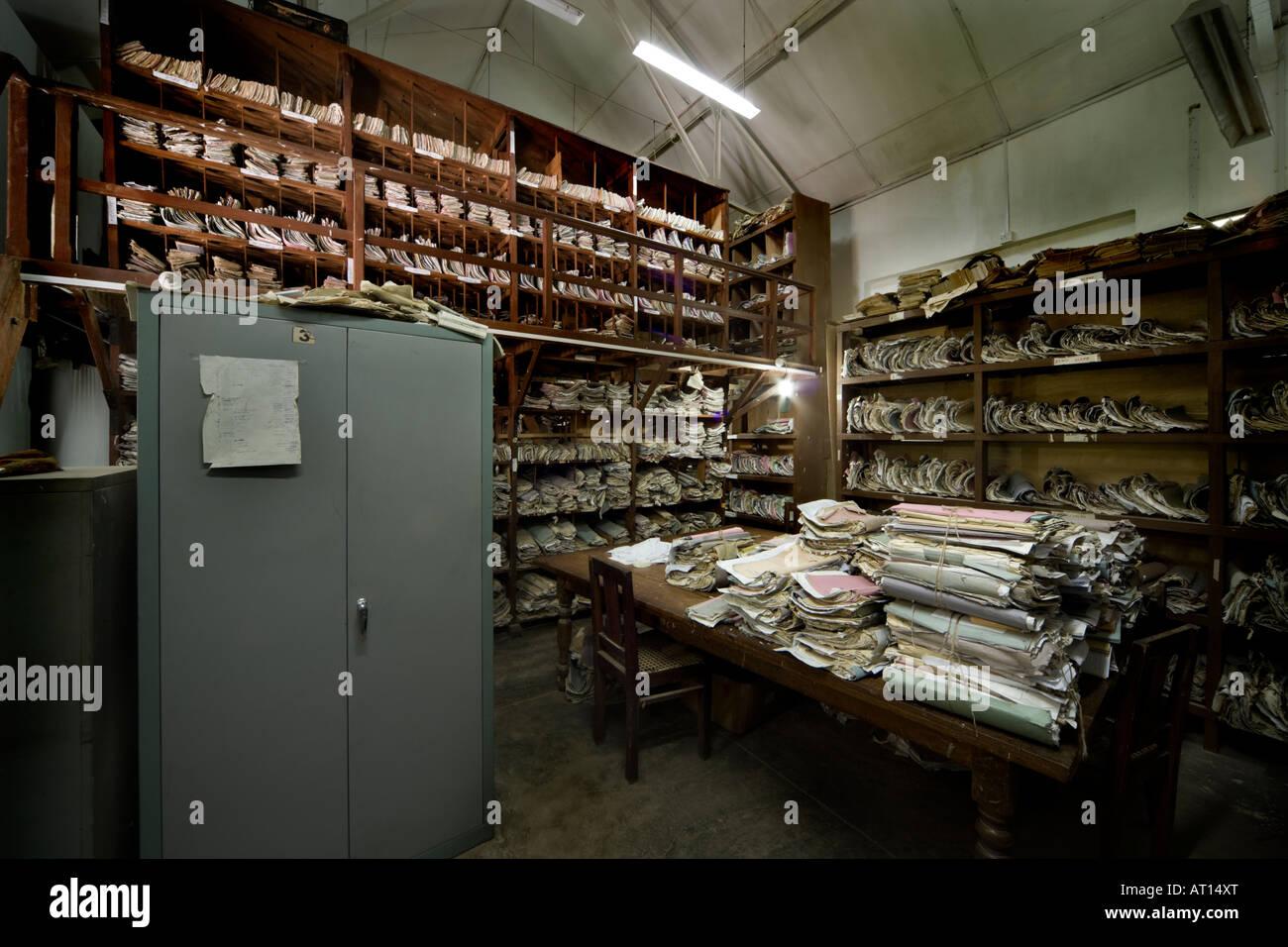 Ablage von Dokumenten in einem Gericht-Archiv in Sri Lanka Stockbild