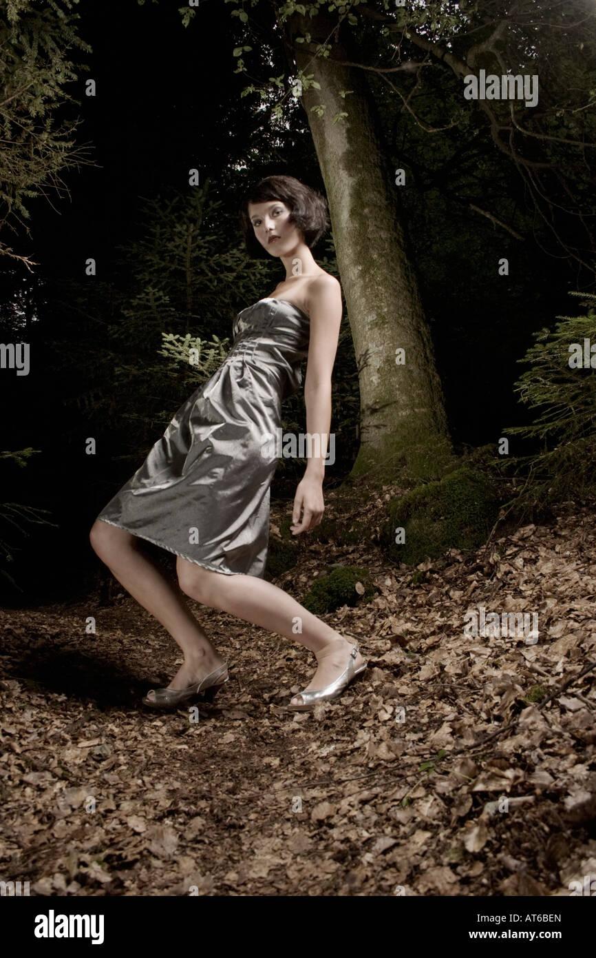 Frau im Abendkleid, in firest Stockbild