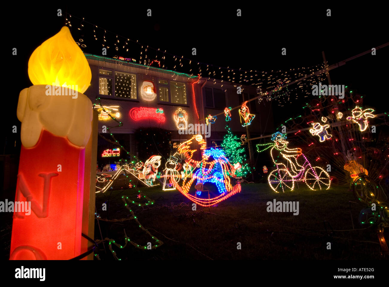 Haus Und Garten Beleuchtet Und Mit Aussenbeleuchtung Weihnachten