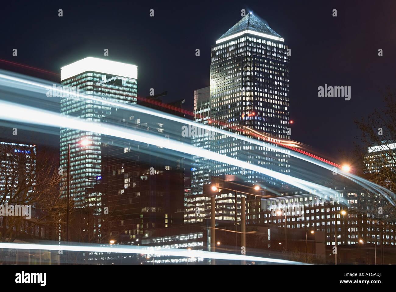 Lichter und Canary wharf Stockbild