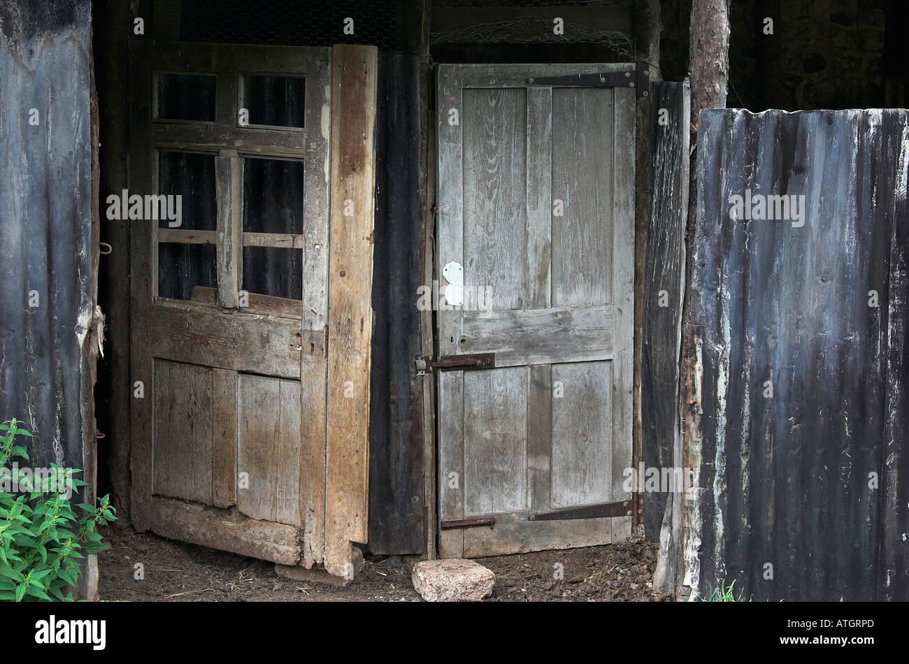 Alte Türen wieder verwendet, im Rahmen einer rustikalen Bauernhof ...