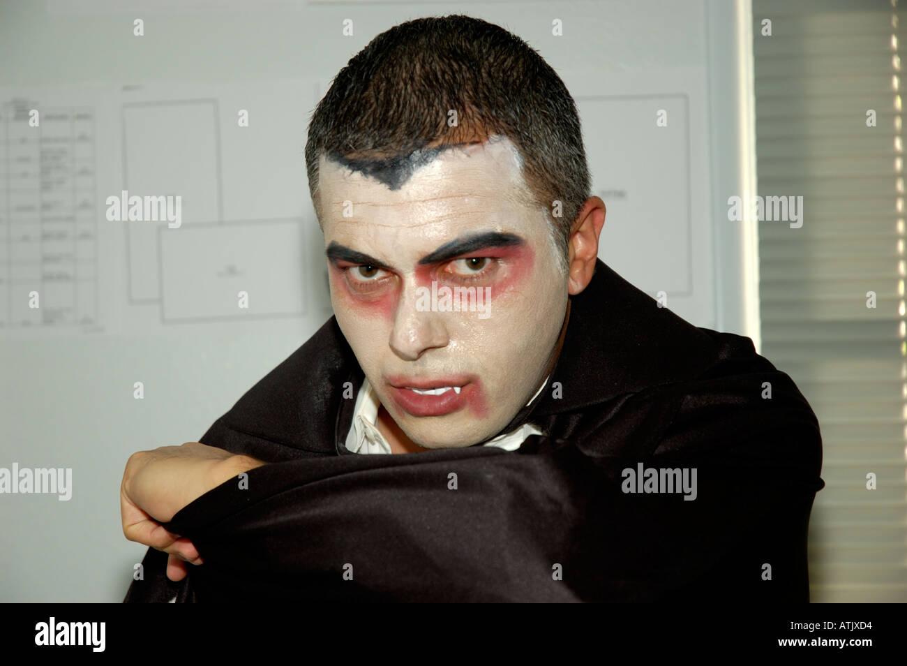 Closeup Portrait Mann verkleidet als Graf Dracula für Halloween ...