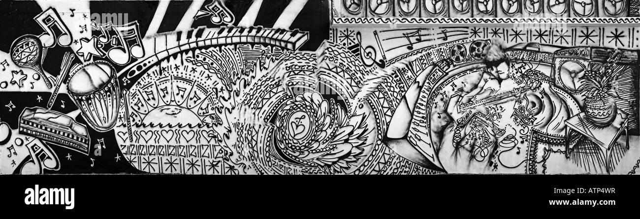 schwarz wei wandbild graffiti ber lateinamerikanische musik auf einem geb ude wand im s. Black Bedroom Furniture Sets. Home Design Ideas